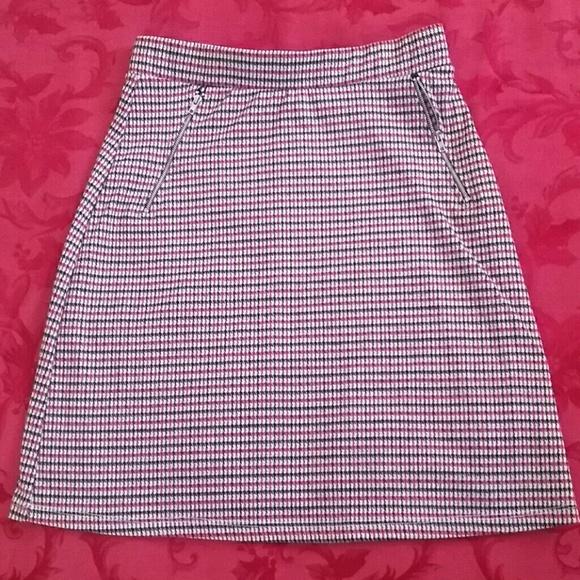 Le Lis Dresses & Skirts - Super cute mini skirt in microplaid